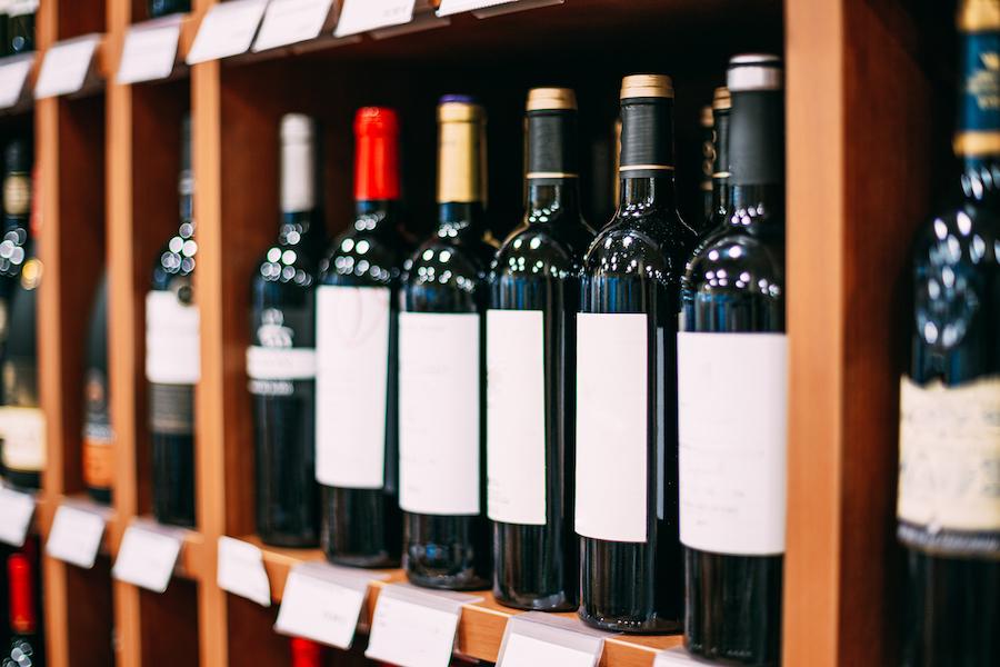 Etichetta vino: le caratteristiche e a chi affidarsi